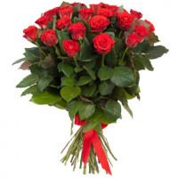 25 подмосковных алых роз