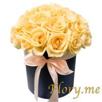 Персиковые розы в шляпной коробке (большая)