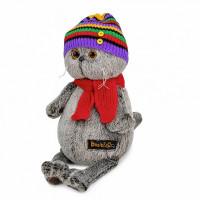 Басик в полосатой шапке с шарфом