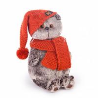 Басик в вязаной  шапке и шарфе