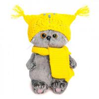 Басик Бэби в шапке-сова и шарфе