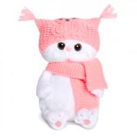 Ли Ли Бэби в шапке-сова и шарфе