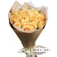 19 подмосковных персиковых роз в упаковке