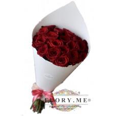 19 подмосковных  бордовых роз в упаковке