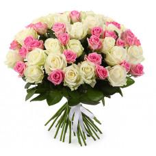 35 подмосковных роз микс: розовые и белые