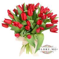 29 красных тюльпанов в упаковке